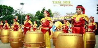 Nha-Dam-Mu-Trom-Lam-Nen-Tieng-Vong-Ngan-Xua-01